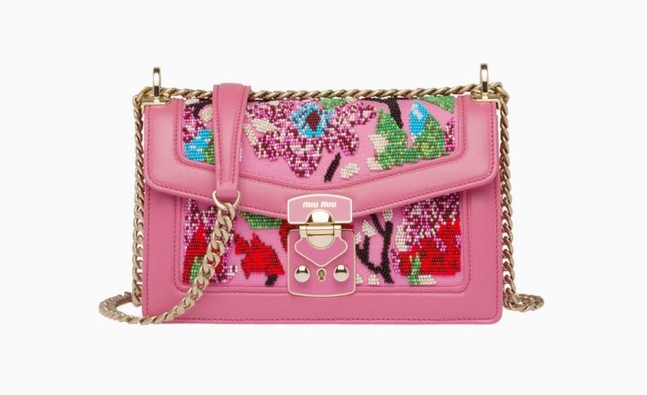 Miu Miu представил летнюю коллекцию сумок ручной работы: фото