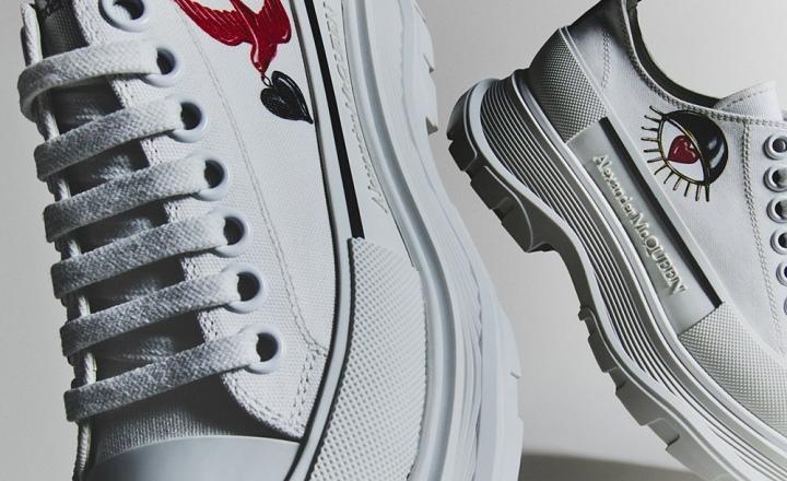 Alexander McQueen выпустили коллекцию обуви ко Дню святого Валентина: фото