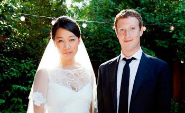 """Основатель Facebook Марк Цукерберг сменил свой статус на """"женат"""""""