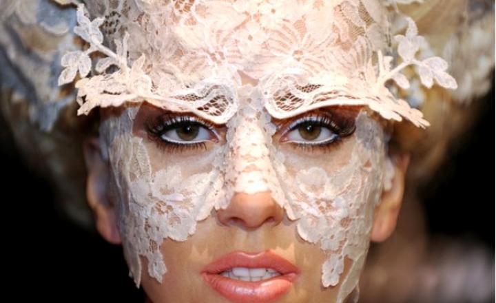 Голая и неузнаваемая: с возвращением, Леди Гага!