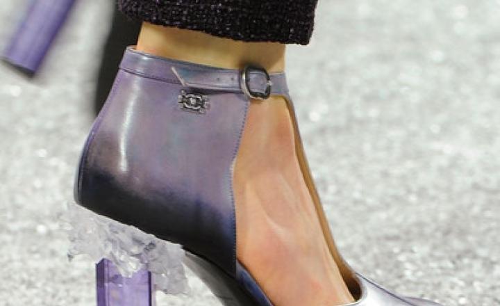 Осенне-зимняя коллекция обуви и аксессуаров Chanel    JustLady.ru ... 9203eca5b46