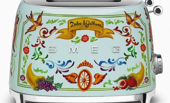 Кухня в чистом сицилийском стиле от Dolce & Gabbana + Smeg