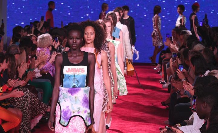 Calvin Klein прекращает производство одежды