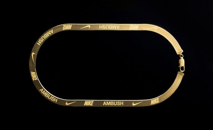 Неожиданно: серебряные колье Nike x Ambush
