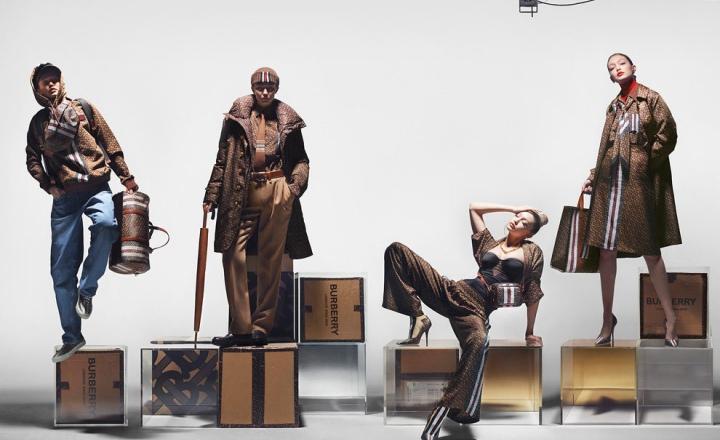 Burberry выпустили коллекцию с монограммами основателя бренда