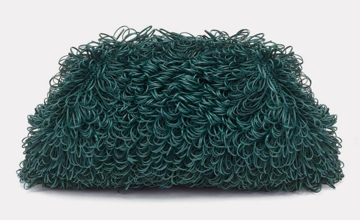Мочалка для души: новый клатч Bottega Veneta